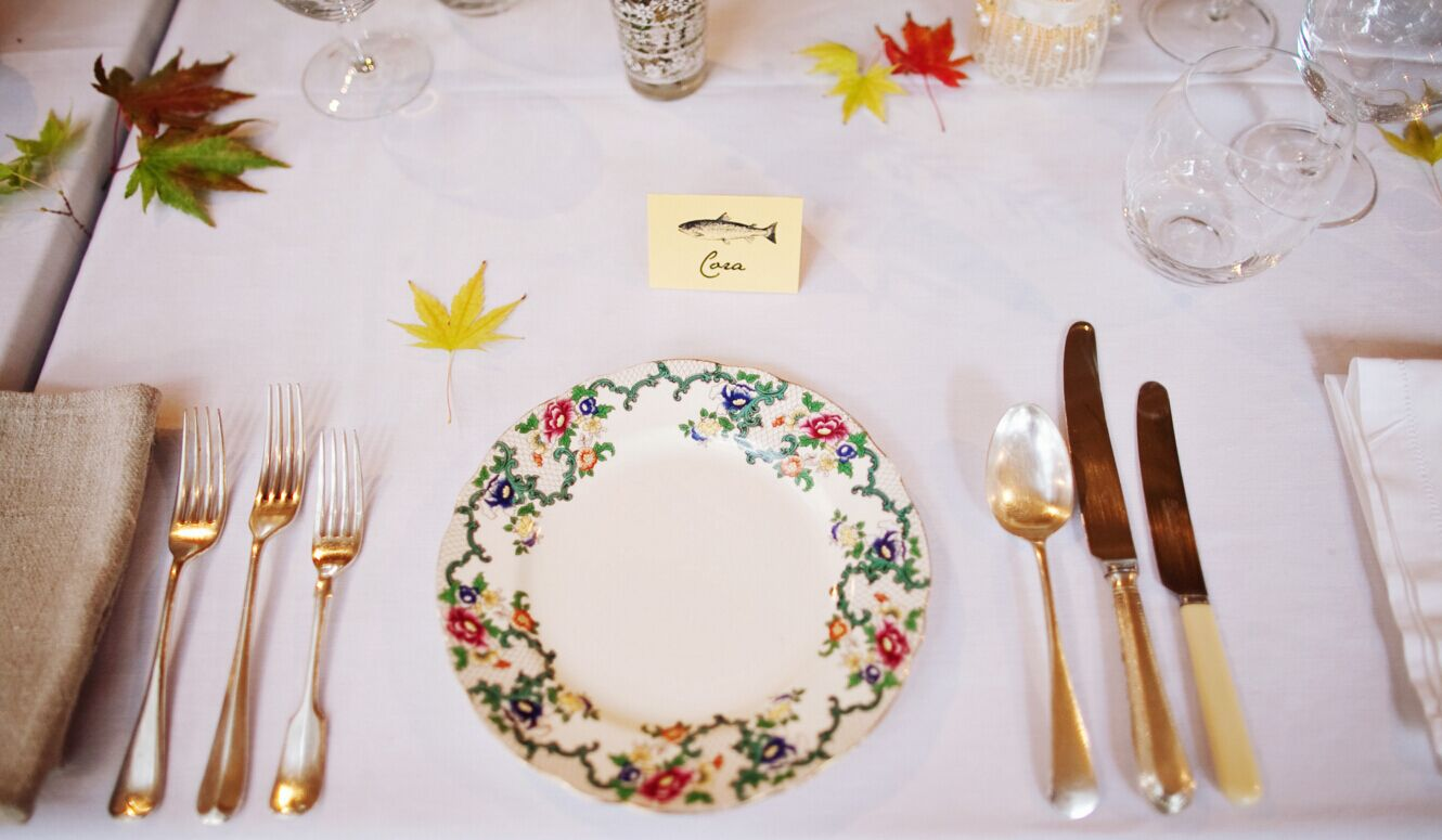 Choose the color for cutlery and plate napkins that suits the wedding theme. China cutlery is also a good choice. Itu0027s both elegant and classy. & Tips and Tricks to Decorate Your Wedding Tables - EverAfterGuide