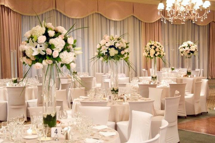 Great options of fake flowers for wedding everafterguide choose from these elegant floral decorations to make your wedding day the best day of your life you cant go wrong with flowery centerpieces and flower mightylinksfo