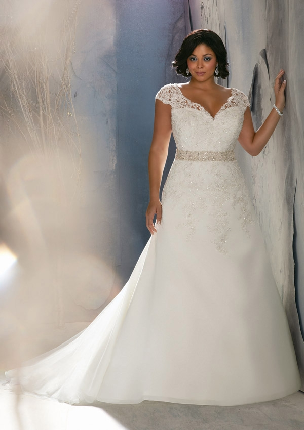 19 Stunning Plus Size Wedding Dresses