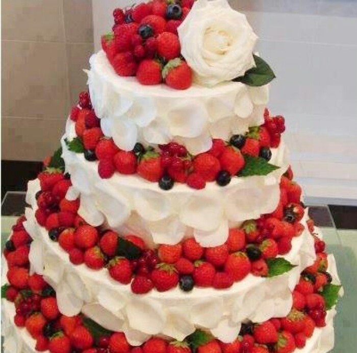 20 Best Wedding Cake Flavors And Ideas For Different Seasons - Fresh Fruit Wedding Cake