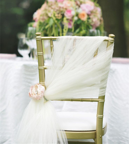 20 inspring and affordable wedding chair decorations everafterguide 20 inspiring and affordable wedding chair decorations junglespirit Choice Image