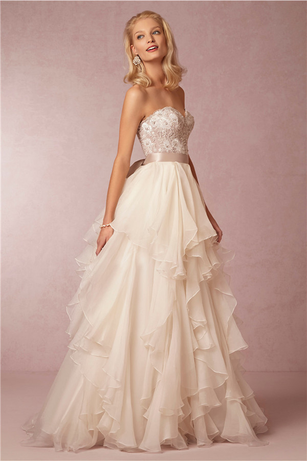 5d6a285dd8 24 Elegantly Tailored Wedding Dresses for Pear Shaped Body ...