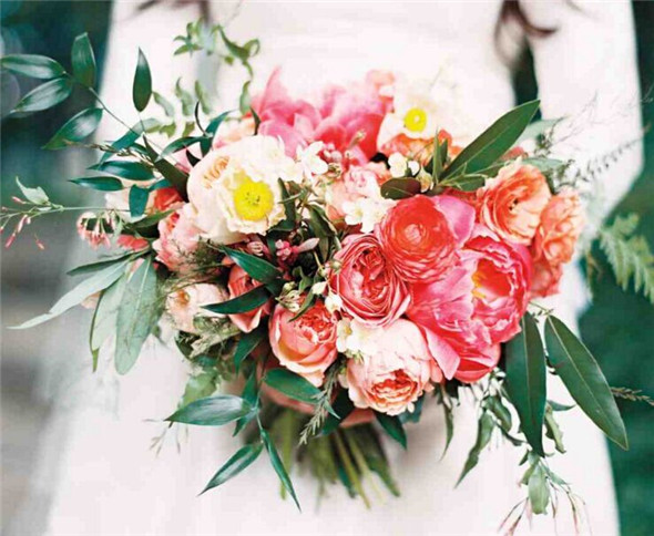 It Has All Those Fresh From The Garden Flowers Like Peonies Roses Ranunculus Poppies In Accordance With Spring Wedding Season Colors