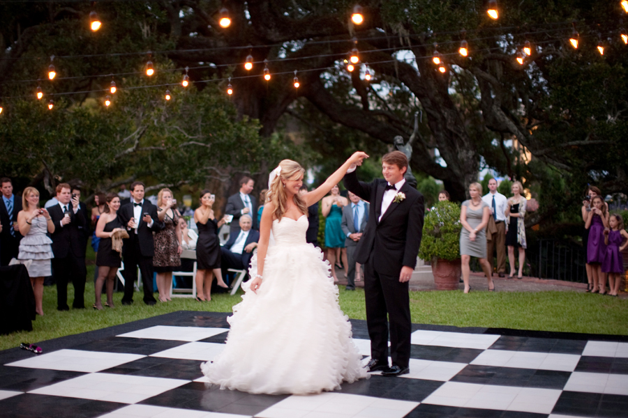 Cool And Fun Wedding Ideas For Summer EverAfterGuide - Small backyard wedding ideas