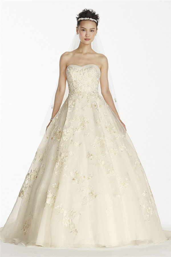 24 elegantly tailored wedding dresses for pear shaped body for Petite wedding dress designers