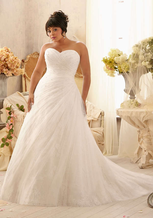 5fd75232004 19 Plus Size Wedding Dresses-For Our Curvy Girls - EverAfterGuide