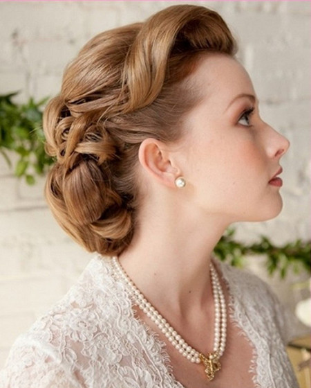 19 Gorgeous Wedding Hairstyles For Medium Hair - EverAfterGuide