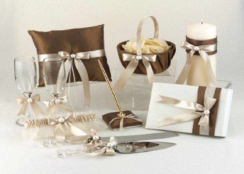 Etiquette For Wedding Gifts When Not Attending : 20 Important Wedding Guest Etiquettes - EverAfterGuide