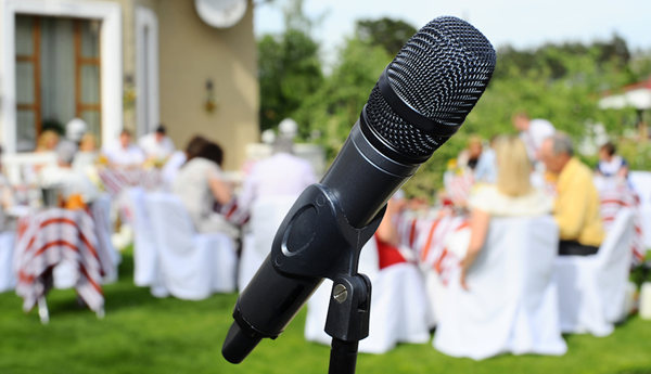 Giving A Perfect Toast Your Fast Guide On Modern Wedding Speeches