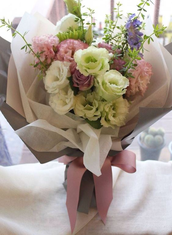 How To Wrap A Bouquet Tips Tricks And Style Ideas Everafterguide