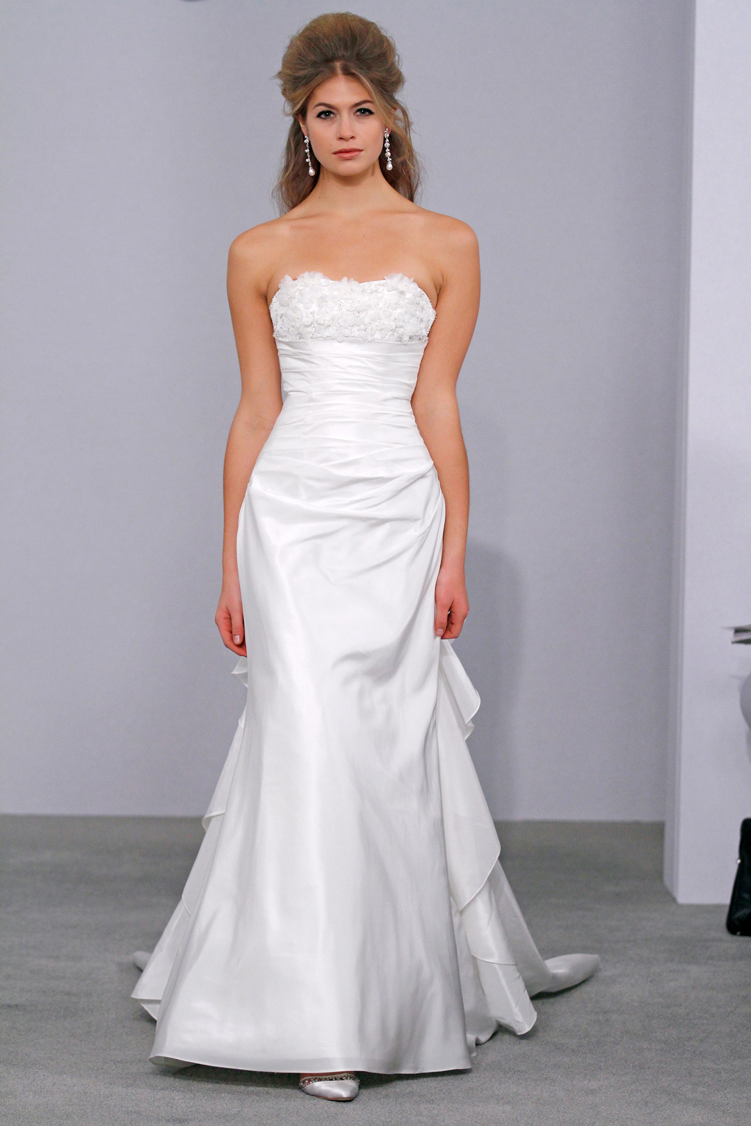 Petite wedding dress tips for our lovely petite girls for Wedding dresses for tall skinny brides