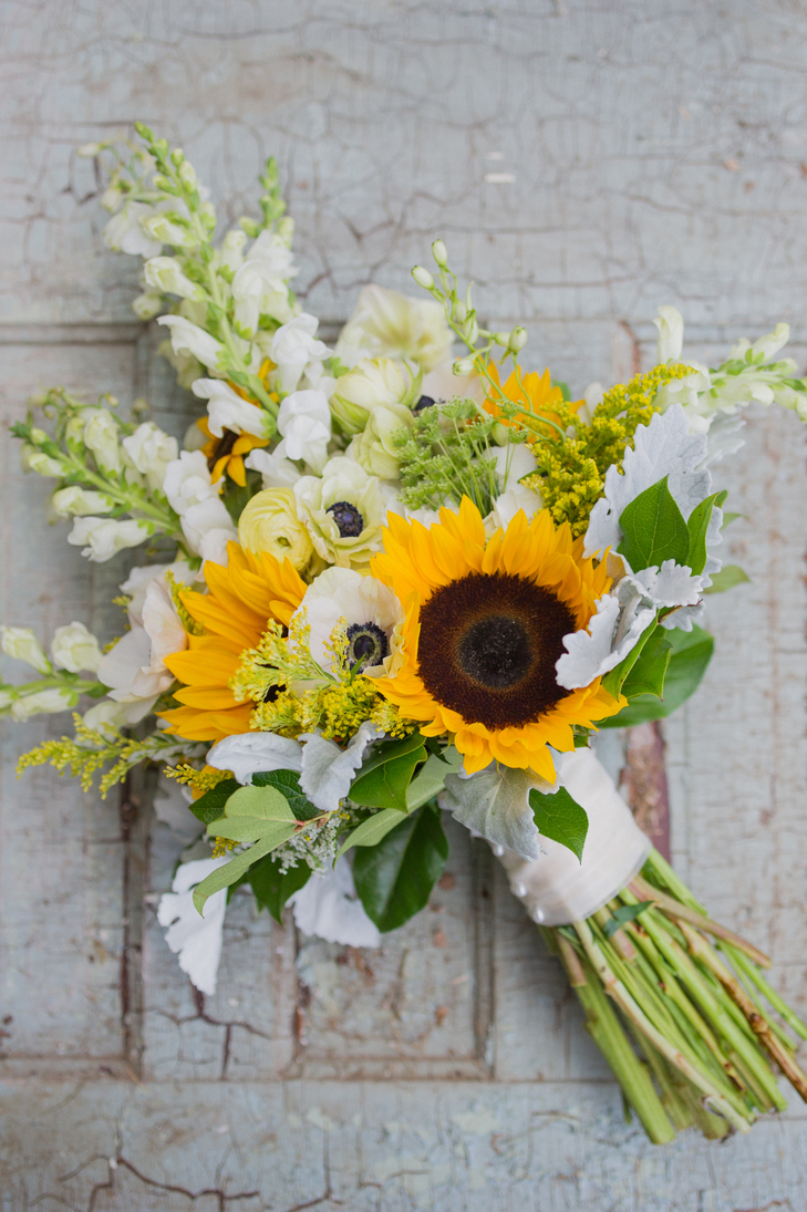Warmth and happiness 20 perfect sunflower wedding bouquet ideas mix your sunflowers with white anemones wildflowers ranunculus and greenery for a just picked feel simply wrap your stems in ribbon or hessian for a junglespirit Images