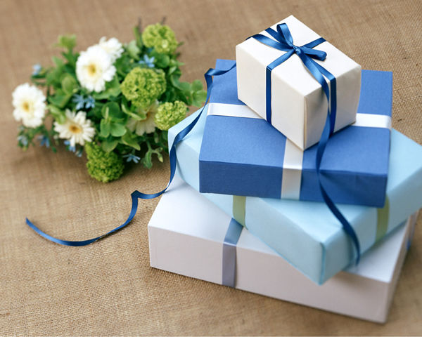 Wedding Gift Etiquettes How Much To Spend On A Wedding Gift