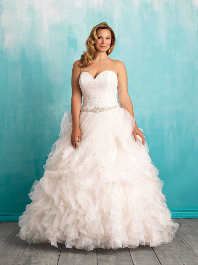 3706e24728f 25 Best Curvy Wedding Dresses for Plus-Size Brides - EverAfterGuide
