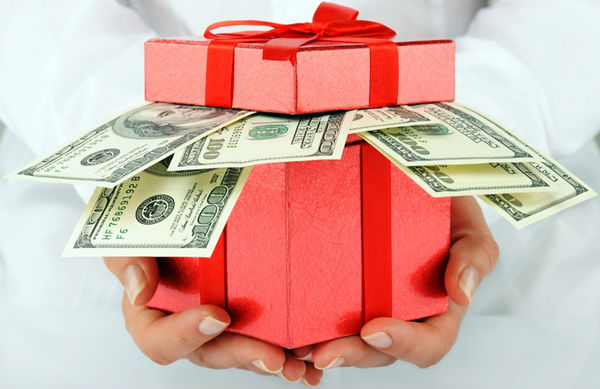 How Much Cash To Give For Wedding Gift: Cash Gift Etiquette: How Much Should I Give My Brother For