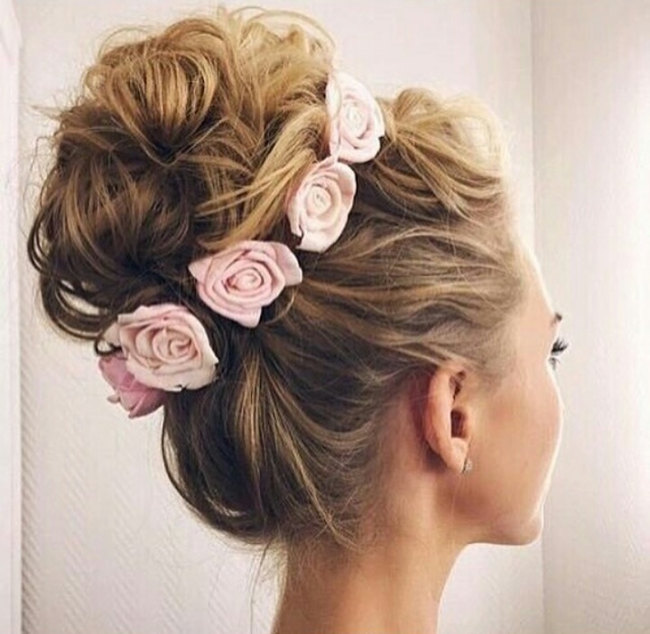 Best beach wedding hairstyles tips and ideas everafterguide textured bun if your beach wedding junglespirit Images