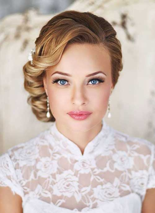 The Hair S Front Side Part Travels Back To Messy Updo Style Adds A Retro Elegance And Sophistication Your Look