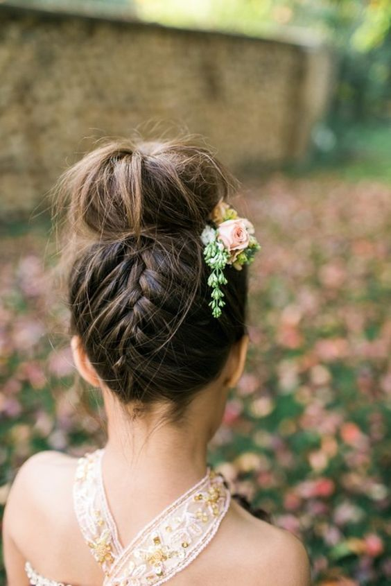 the 30 best wedding bun hairstyles everafterguide. Black Bedroom Furniture Sets. Home Design Ideas