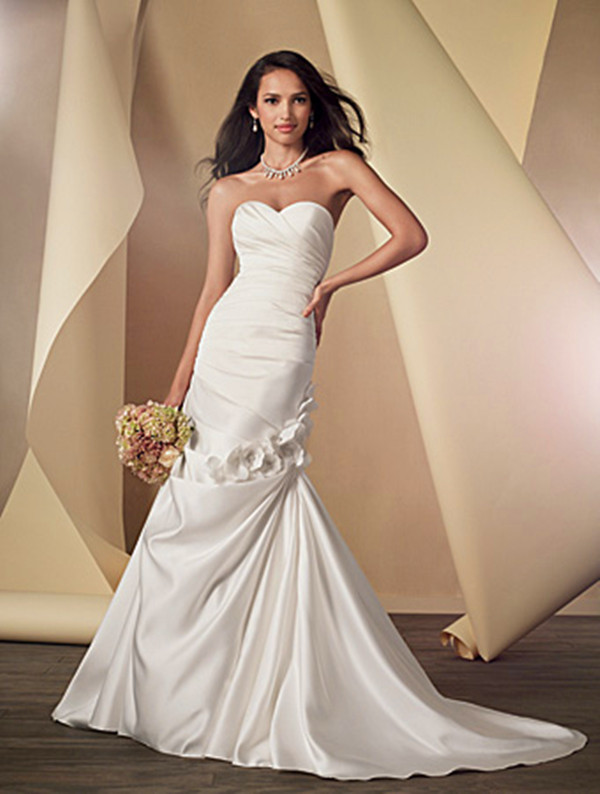 9e9c1c155c5 27 Elegant Wedding Dresses Under  500 - EverAfterGuide