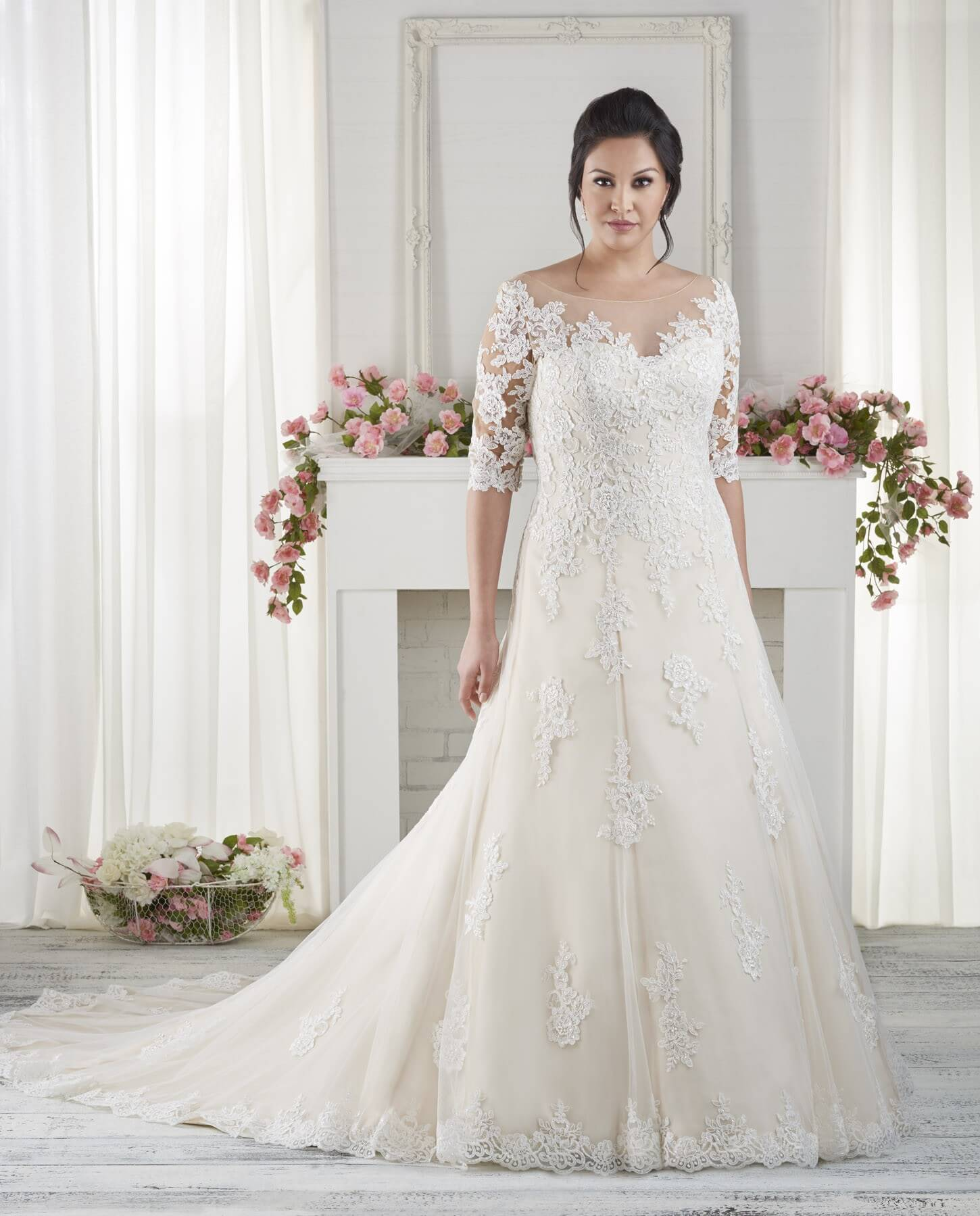 Elbow Length Sleeved Wedding Dresses