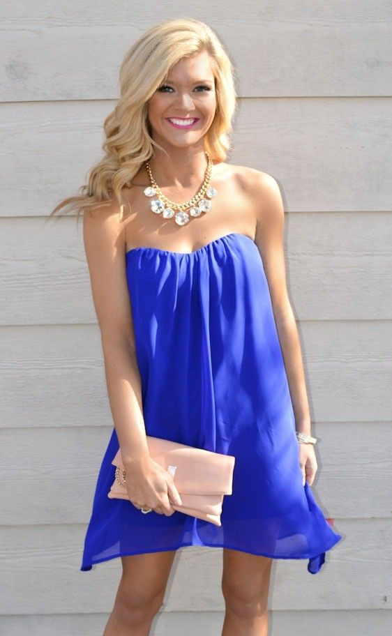 Clutches Of Bright Or Contrasting Colors Go Great With Royal Blue Dresses