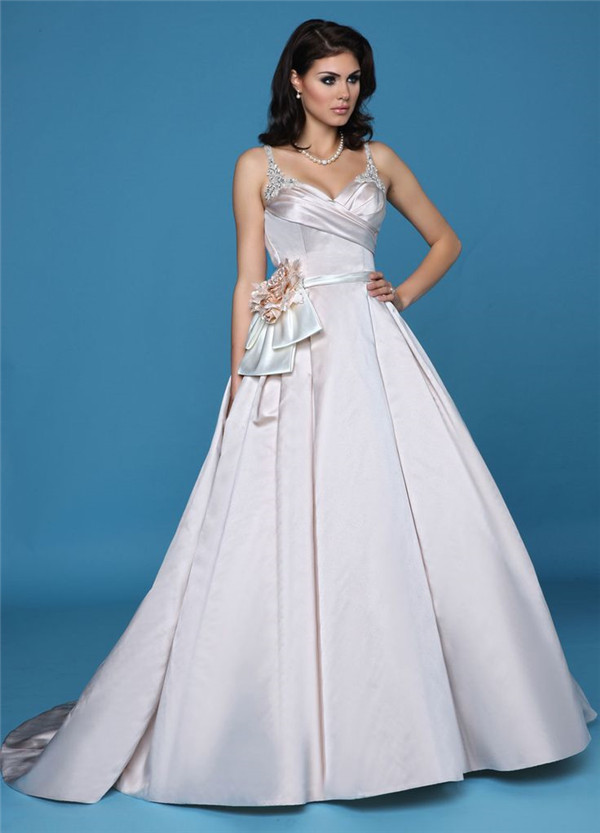 The Most Amazing Wedding Dresses for Brides with Big Belly ...